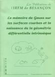 Le mémoire de Gauss sur les surfaces courbes et la naissance de la géométrie différentielle intrinsèque
